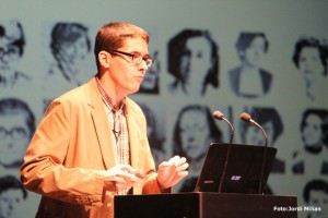 Rubén Castro ofreciendo la conferencia. Foto: Jordi Milian