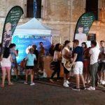 """Grupo de jóvenes participando en la campaña """"Sin un SI, ¡es NO!"""" del Instituto de la Mujer de Castilla la Mancha. Fuente: Instituto de la Mujer C-LM"""